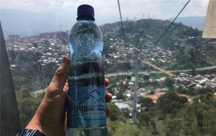 Agua extra publicidad en el metro cable de Medellín
